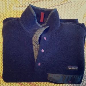 Patagonia Synchilla Navy with purple buttons XS